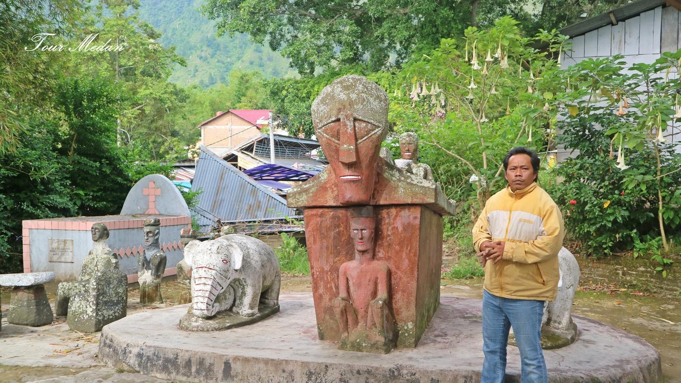 foto Danau Toba : Makam Raja Sidabutar